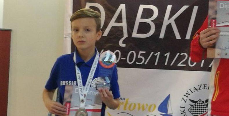 Челябинский школьник взял серебро чемпионата мира по стоклеточным шашкам