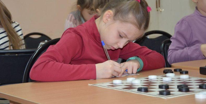 Рождественский Челябинск открыл первенство по шашкам